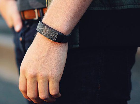 The Hey Bracelet Lets You Touch Your Partner When They Re Miles