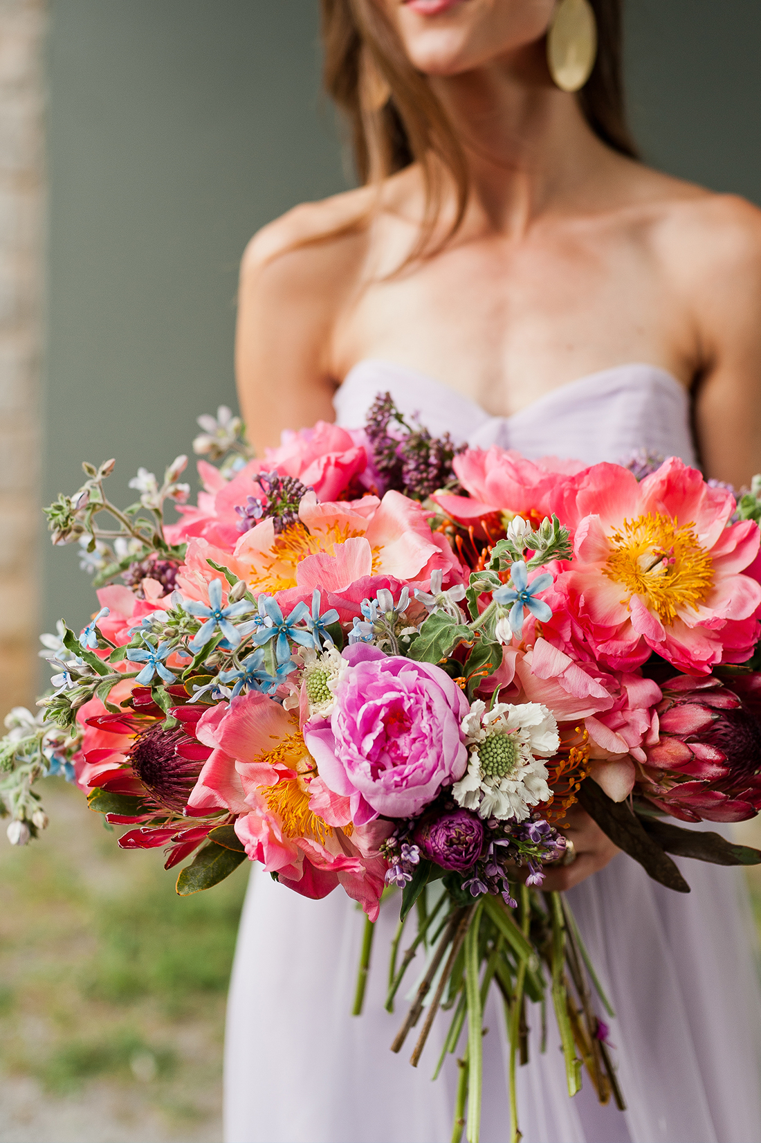 Wedding check out this stunning wedding bouquet you can diy hey bc brittni mehlhoff here the founding editorart directorstylist of paper stitch to bring one of my favorite wedding diys to the brit co mix solutioingenieria